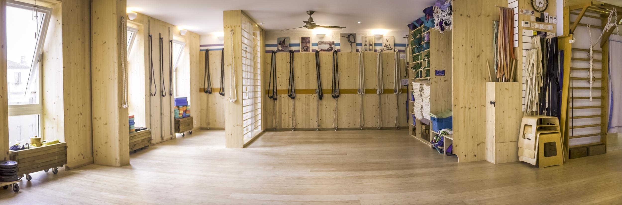 salle de pratique yoga yoga iyengar marseille. Black Bedroom Furniture Sets. Home Design Ideas